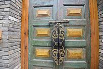 西安雁园的古式房门