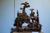 熔铜雕塑作品独占枝头