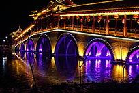 夜晚流光溢彩的桥梁