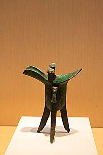 战国时期的青铜酒杯兽面纹爵
