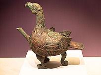 战国时期的文物十分精美的调酒器鸟形盉