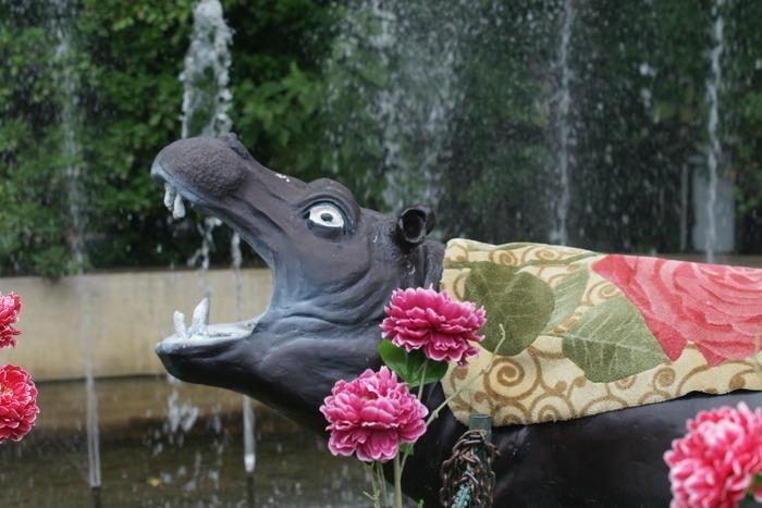 北京动物园恐怖的海马喷泉雕塑