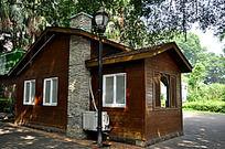 鼓浪屿路边的木房子