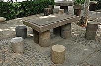 上古文化艺术馆的长方形石桌