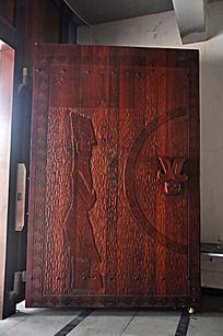 上古文化艺术馆的一扇大门