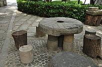 上古文化艺术馆的圆形石桌