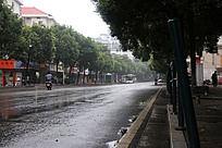 下雨的长沙街道