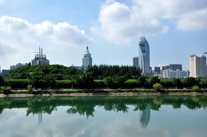 厦门筼筜湖 蓝天 绿树 高楼大厦 白云