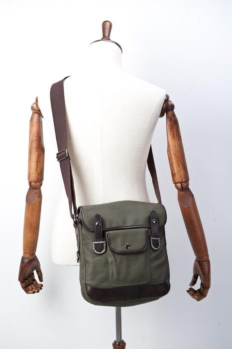 背着的单肩包图片素材下载(编号:3021469)