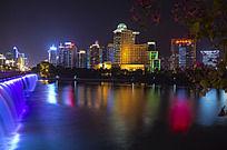 城市五彩斑斓的湖光夜景