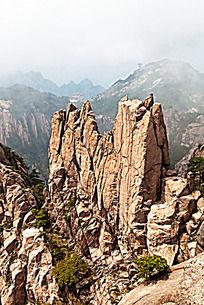 黄山春  陡峭山峰