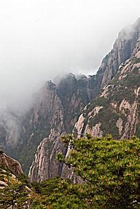 黄山春  山峰云雾