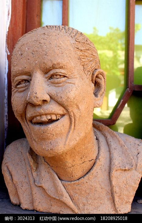 开心笑的人物形象泥塑