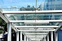 厦门SM城市广场的玻璃天桥特写