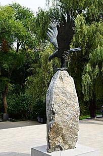 大鹏展翅雕塑