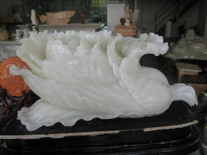 和田玉玉白菜玉石雕刻摆件商业摄影图片素材下载