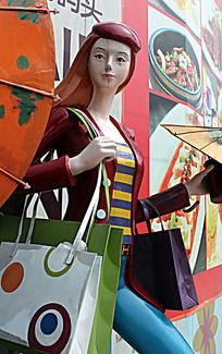 满手购物袋的美女像
