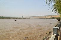 沙坡头岸边看黄河