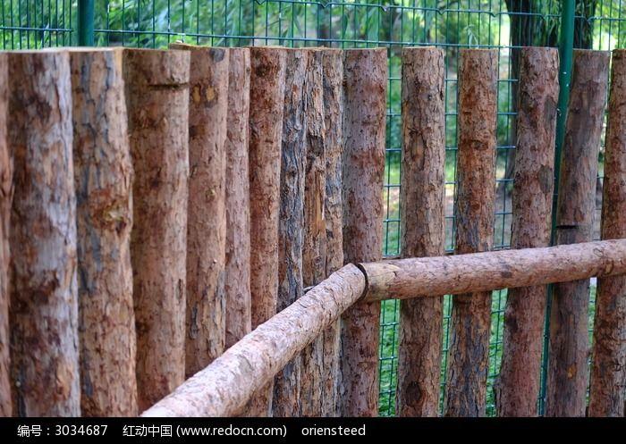 一段木篱笆