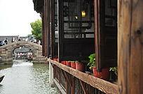 江南水乡古建筑窗前