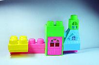 五彩的积木房子摄影图
