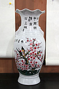 报春图图案艺术瓷花瓶