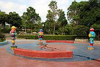 公园里的卡通人物雕塑喷泉