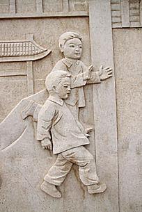 石墙雕刻儿童形象