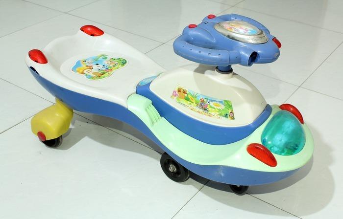 儿童玩具车 700_478