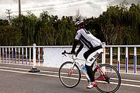 骑行自行车的户外运动