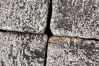 有十字缝隙的石头