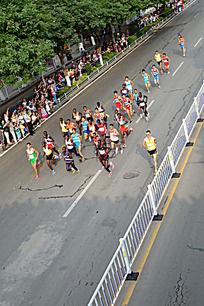 领头的马拉松运动员