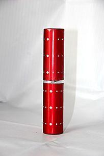 红色的小管毛刷化妆品