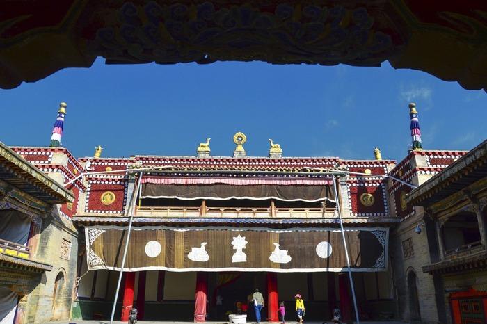 青海塔尔寺的一个寺庙