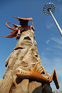 游乐场的怪兽雕像