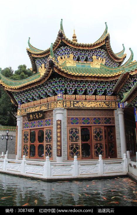 金鱼池边漂亮的亭子建筑图片