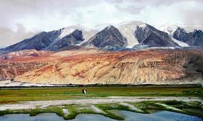 帕米尔高原雪山与湖泊