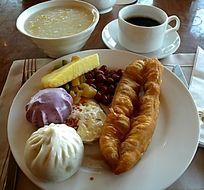 中式早餐 油条包子花生米