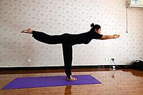 瑜伽动作之单腿平衡