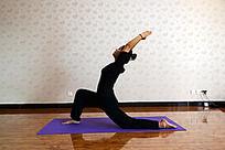 瑜伽动作之弓步