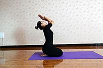 瑜伽动作之孔雀式