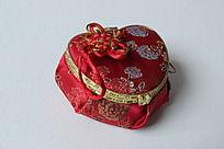 红色中国风丝绸心形盒子零钱包
