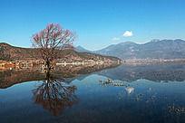 镜面如影高原湖泊