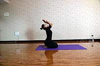 女子做瑜伽