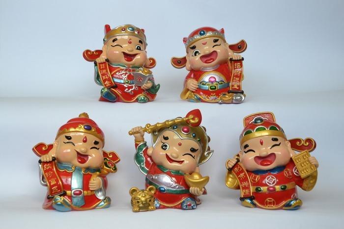 一组可爱财神爷人物陶瓷工艺品