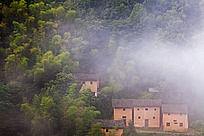 云雾中欣赏土楼