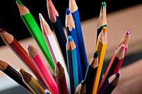 多种色彩彩铅绘画铅笔