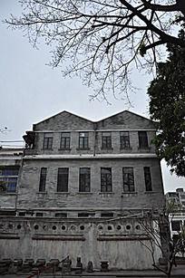 尖角屋顶古建筑洋楼