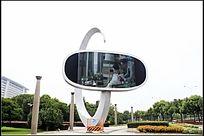 宁波鄞州开发区路中央的电子广告屏