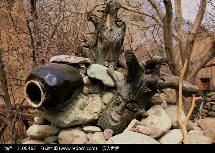 陶罐和木头雕刻